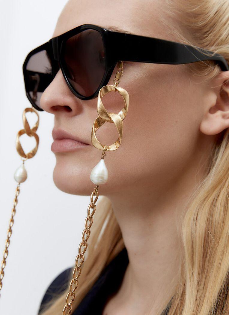 Damit die Designerbrille ja nicht abhanden kommt: XL-Brillenkette von Uterqüe.
