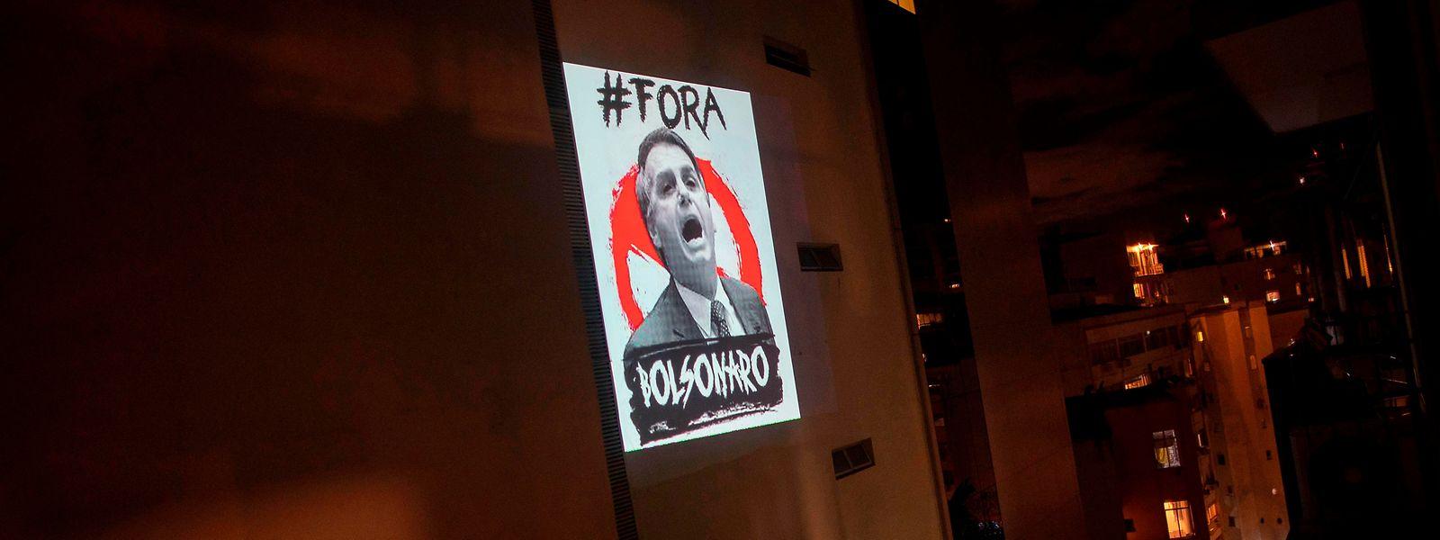 Der Umgang von Brasiliens Präsident Jair Bolsonaro mit dem Corona-Virus ist hochumstritten. Der Protest wird lauter.