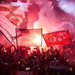 Benfica 'convida' adeptos a encherem o estádio da Luz com cachecóis