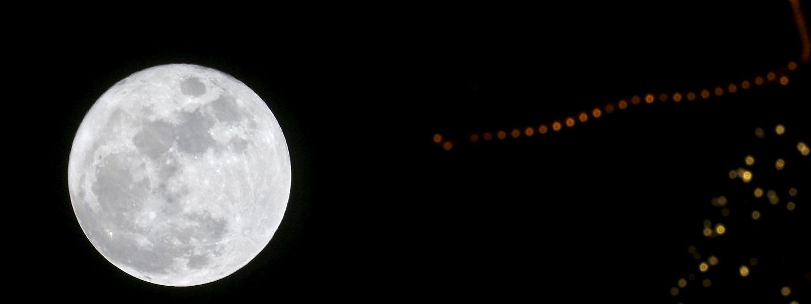 Wenn die ISS 2024 ausgedient hat, könnte sich die Esa den Mond als Sprungbrett für künftige Missionen vorstellen.