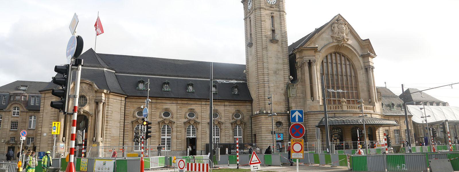 Der Bahnhofsvorplatz wäre um ein Haar zum Schauplatz einer Tragödie geworden.