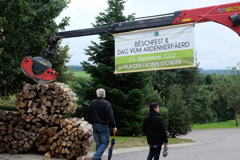 Zahlreiche Naturfreunde und Waldbegeisterte sowie Professionelle aus der Holz- und Forstwirtschaft hatten sich auch an diesem Wochenende wieder in Munshausen eingefunden.