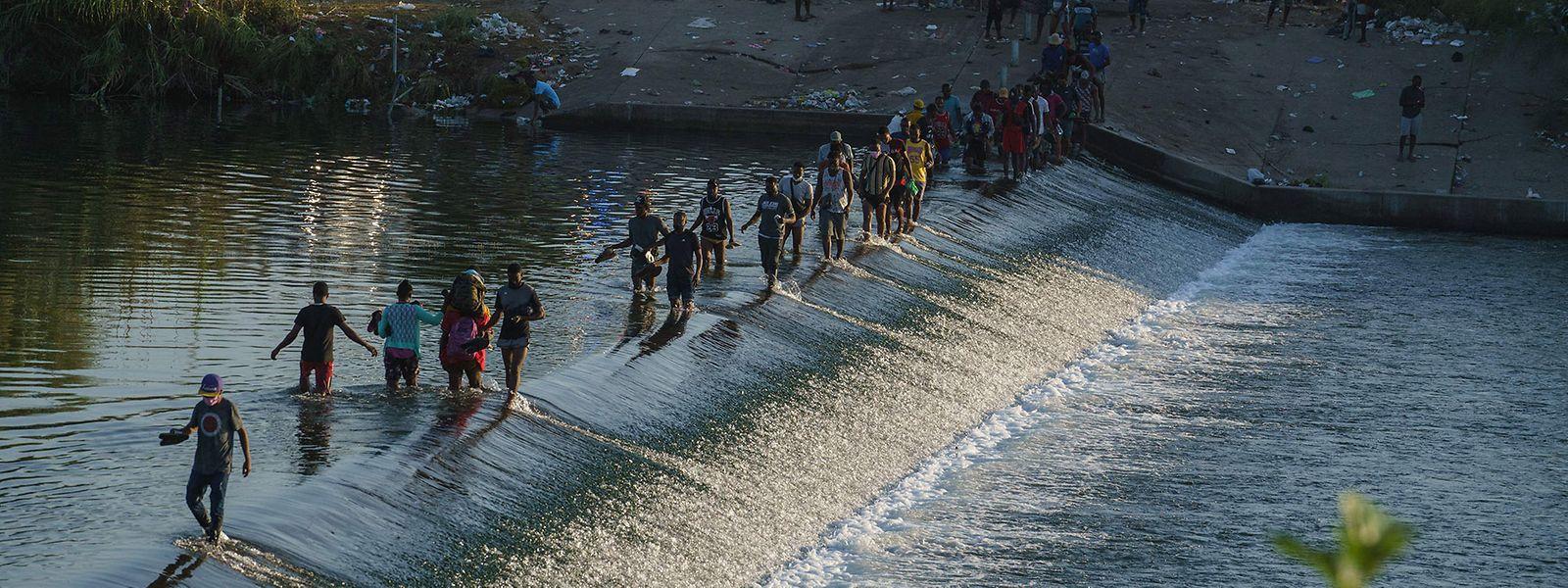 Migranten an der amerikanisch-mexikanischen Grenze bei Del Rio.