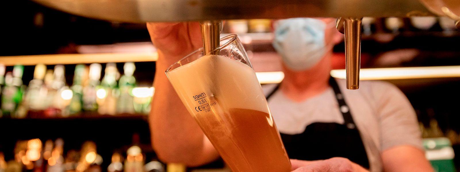 A Berlin, les restaurants et bars devront désormais fermer de 23 heures à 6 heures du matin. Une mesure effective dès samedi et au moins jusqu'au 31 octobre.