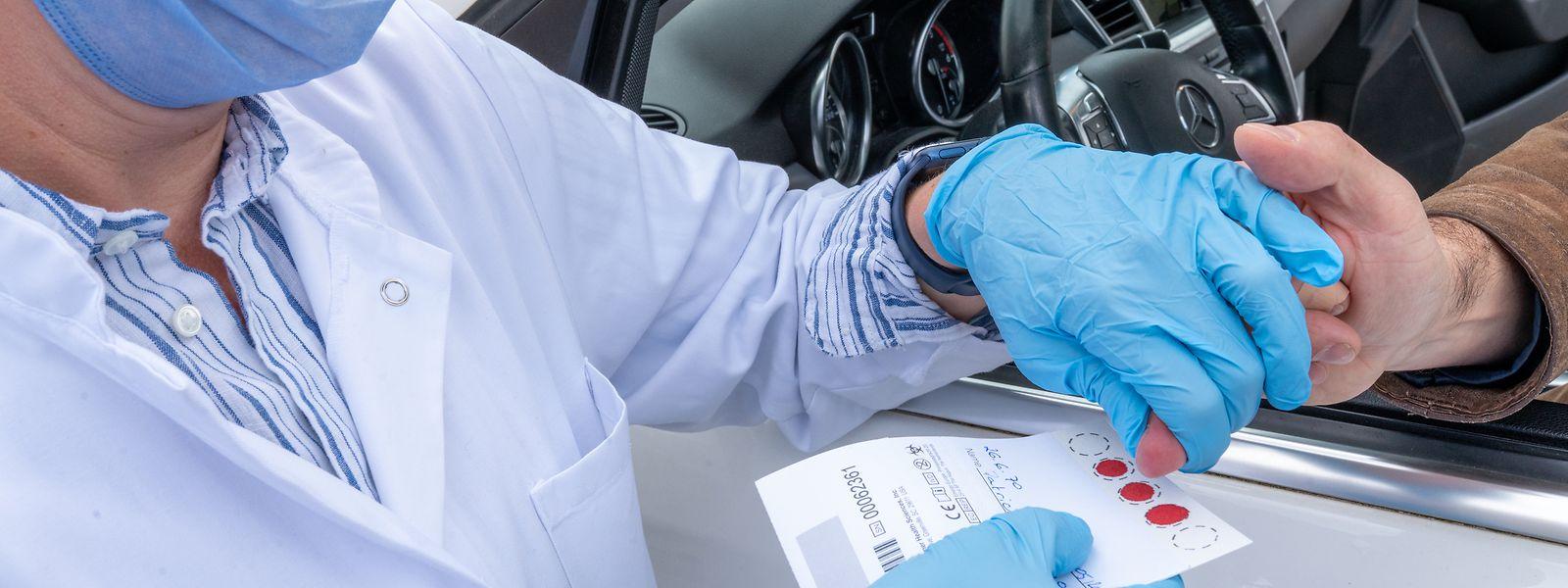 Mittlerweile werden beim Large Scale Testing von den Laboratoires réunis auch die serologischen Antikörpertests DBS (dry blood spot) durchgeführt.