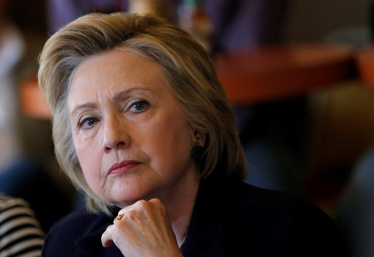 Chez les démocrates, l'investiture semblait sauf coup de théâtre promise à Hillary Clinton, qui a toutefois subi un revers mardi face au sénateur du Vermont Bernie Sanders.