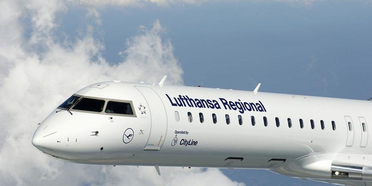 Lufthansa will die Zubringerdienste nach Frankfurt in eigener Regie durchführen, unter anderem mit der Bombardier CRJ900.