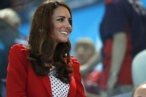 Diese sportliche, rote Jacke trug Kate bei den Olympischen Spielen in London Anfang August. Foto: Patrick B. Kraemer