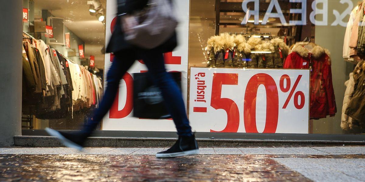 Alles muss raus: Während des Winterschlussverkaufs locken die Geschäfte mit Schnäppchen.