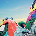 Um gesto solidário com a roupa que já não usa