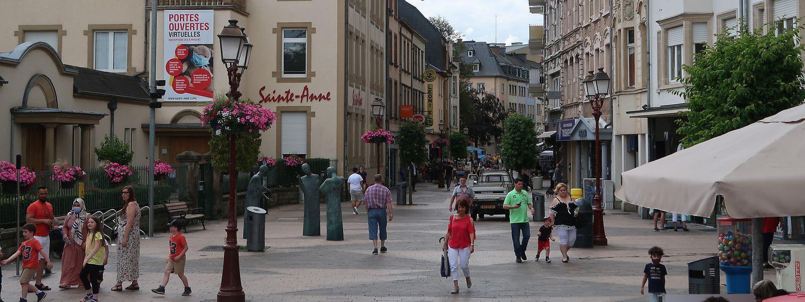 """In der Ettelbrücker Fußgängerzone verhallt der Aufruf """"Kaaft lokal"""" nicht ungehört. Man hofft denn auch, dass diese positive Entwicklung nachhaltig ist."""