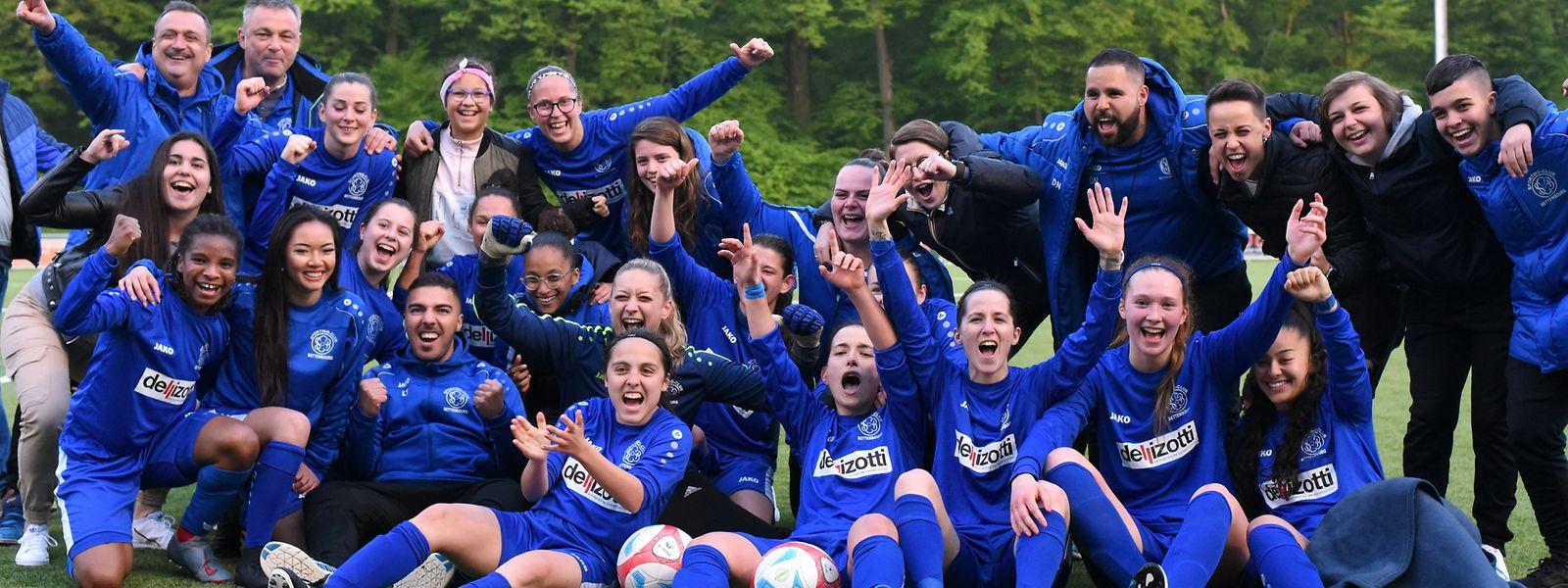 La joie des filles du SC Bettembourg après l'officialisation de leur titre de championne.
