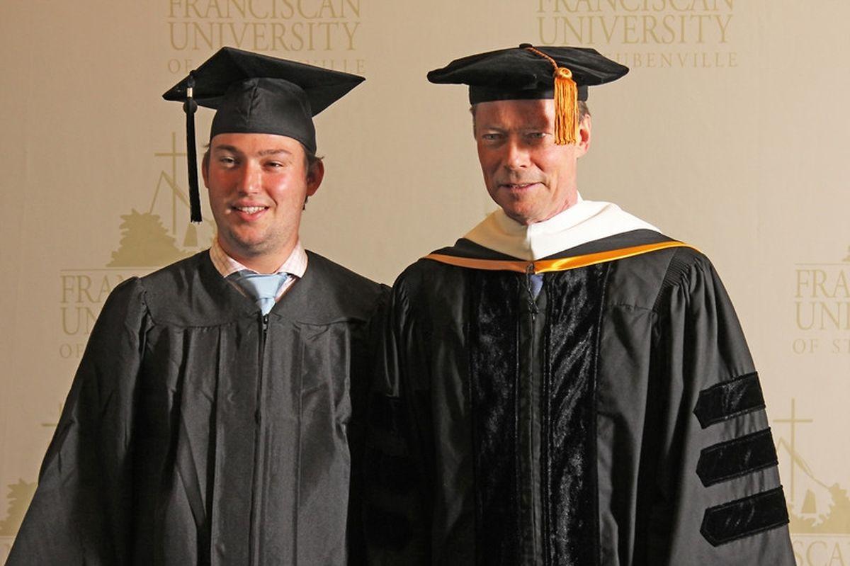 Le prince Sebastien et le grand-duc Henri, lors d'une remise de diplôme à l'université d'Ohio, en mai 2017.