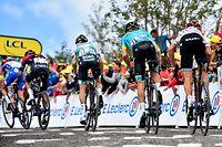 Die Fahrer auf den letzten 100 Metern - 6. Etappe - Mulhouse / La Planche des Belles Filles 160,5 km - Tour de France 2019 - Foto: Serge Waldbillig