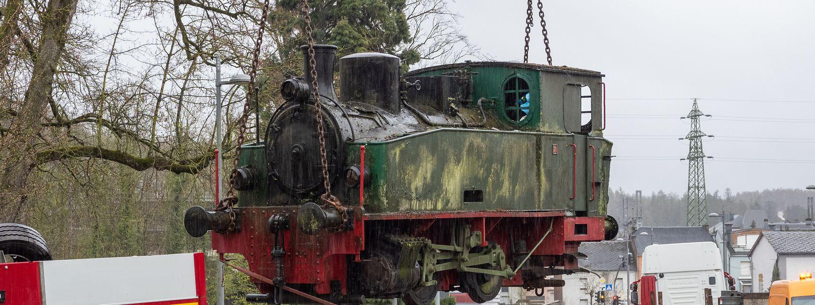 Die Dampflokomotive Hanomag wurde am Samstag per Spezialtransport nach Esch-Belval gebracht.
