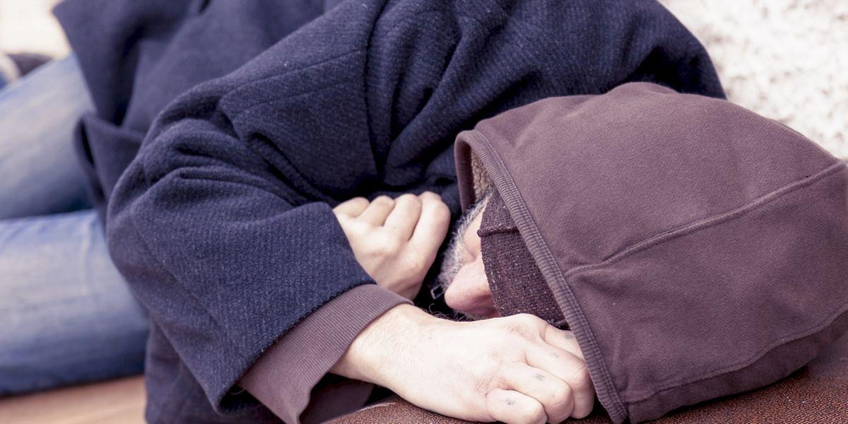 Warum entschied sich ein junger Obdachlose in der Nacht auf Dienstag draußen zu schlafen?