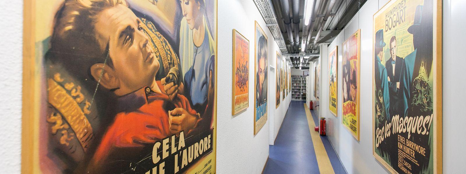 Im Flur des Cinemathek-Archiv ist eine Auswahl der 15.000 gesammelten Filmplakate zu sehen.