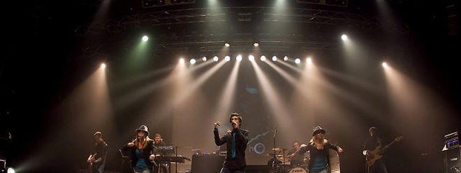 Exemo mit Band und Tänzerinnen bei der Vorstellung des Albums in der Rockhal.