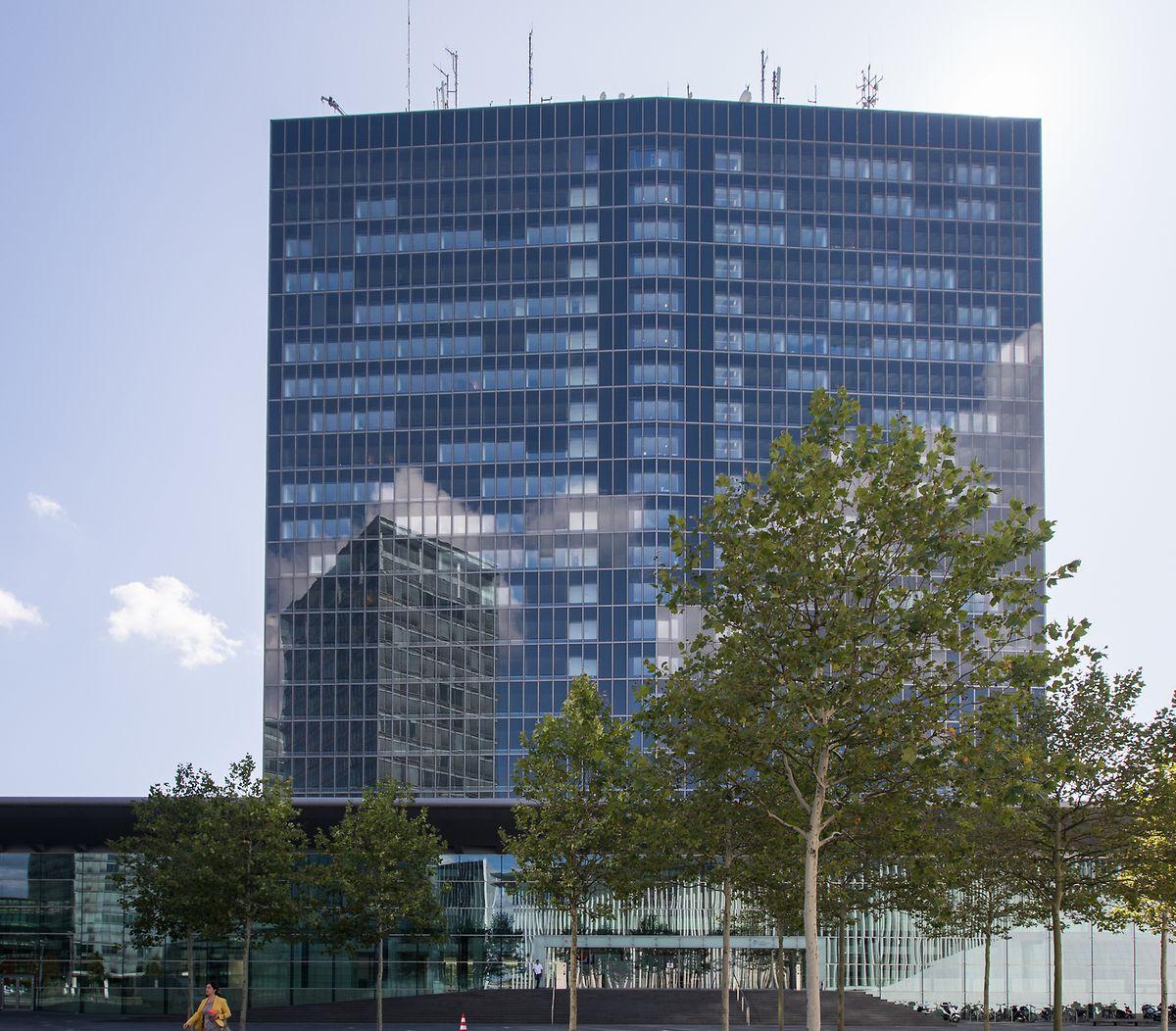 La hauteur du bâtiment n'a pas changé au fil des ans. Aujourd'hui, la galerie du European Convention Center Luxembourg se trouve au pied du gratte-ciel de 23 étages.