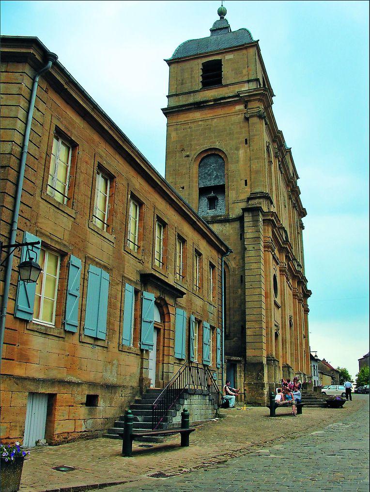 Viele Häuser stammen noch aus dem 19. oder gar noch aus dem 18. Jahrhundert, beispielsweise dieses von 1771 in der Zitadelle von Montmédy.