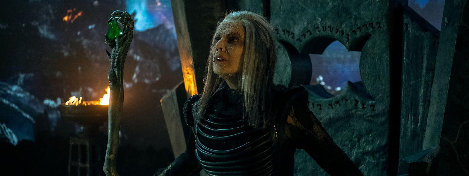 """Mut zur Hässlichkeit: Schauspielerin Désirée Nosbusch schlüpft im Märchenfilm """"Die Hexenprinzessin"""" in eine eher ungewöhnliche Rolle – und in ein außergewöhnliches Kostüm."""
