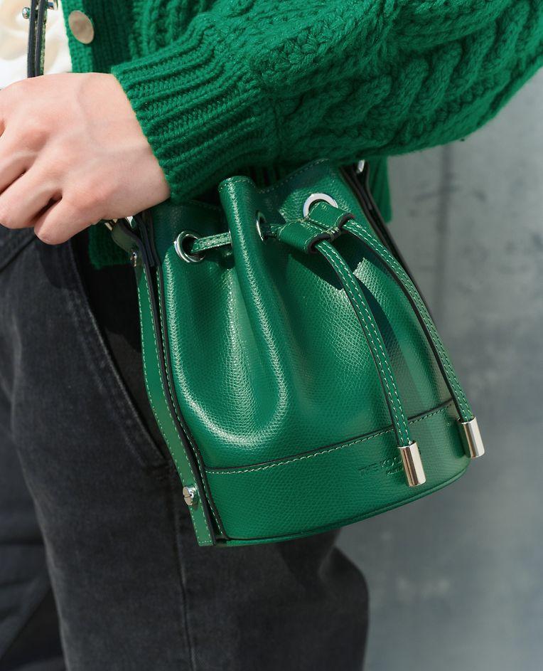 """Wer diese Tasche mit auf Reisen nimmt, sollte die große Geldbörse vielleicht zuhause lassen: Minibag """"Nano Tina"""" von The Kooples, um 245 Euro."""