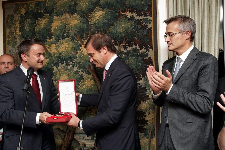 Pedro Passos Coelho recebeu a Grande Cruz da Ordem de Mérito do Luxemburgo das mãos do primeiro-ministro luxemburguês