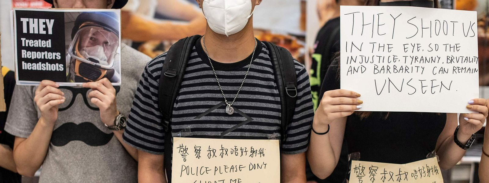 Demonstranten am Flughafen.