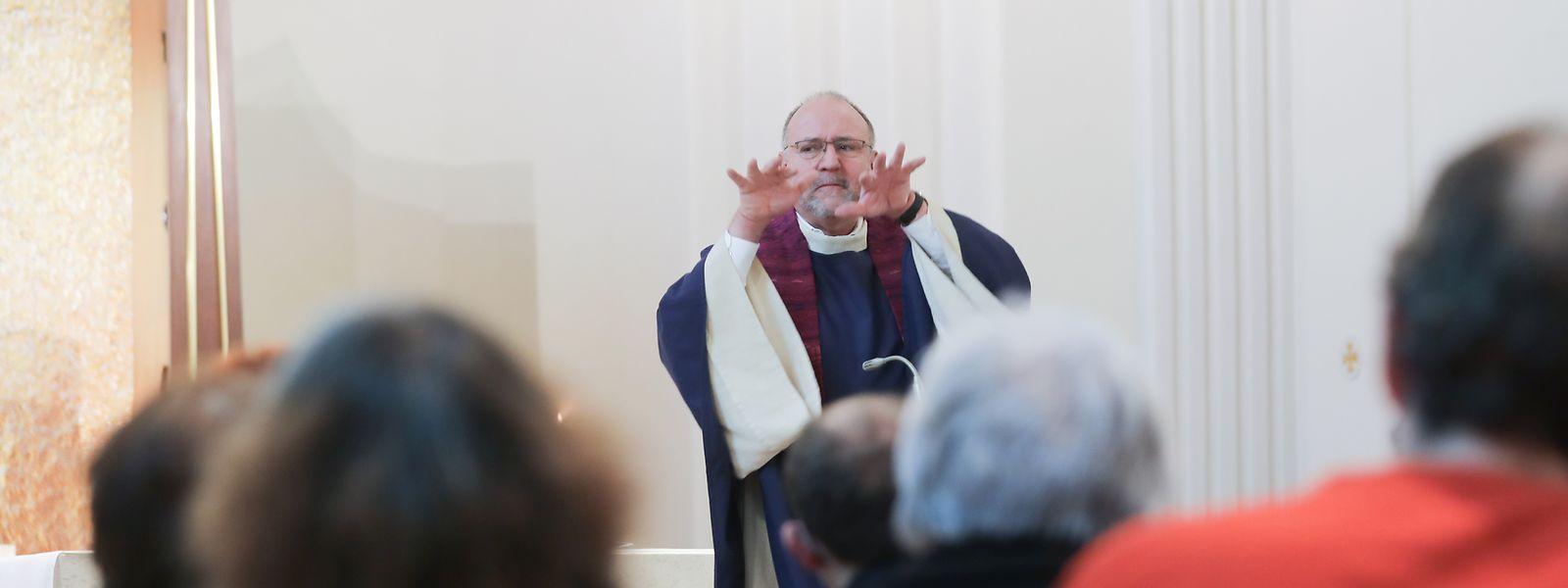 Pfarrer Ralf Schmitz betreut die gebärdensprachliche Gemeinde seelsorgerisch.