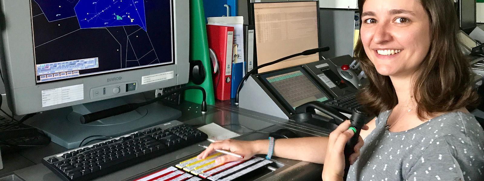 Estelle Muller an ihrem Arbeitsplatz im Radarraum.