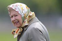 Die Königin geht auch gerne mal bei der Fasananjagd zur Hand.