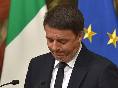 "Italy's Prime Minister Matteo Renzi announces his resignation during a press conference at the Palazzo Chigi following the results of the vote for a referendum on constitutional reforms, on December 4, 2016 in Rome. ""My experience of government finishes here,"" Renzi told a press conference after the No campaign won what he described as an ""extraordinarily clear"" victory in the referendum on which he had staked his future.  / AFP PHOTO / Andreas SOLARO"