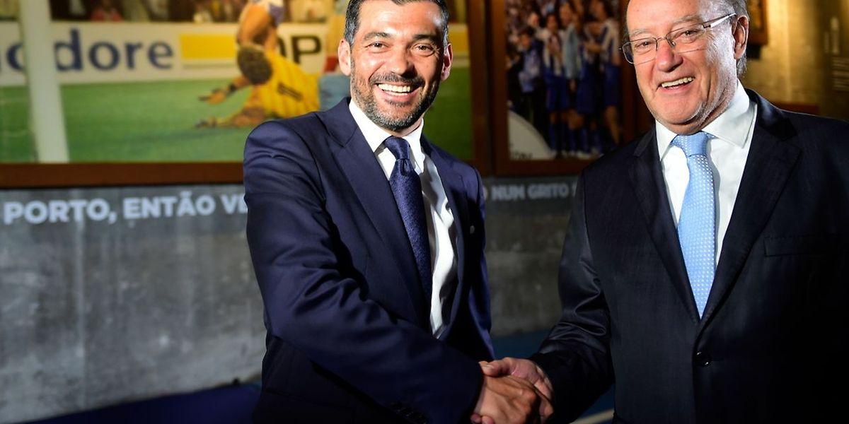 Sérgio Conceição e Pinto da Costa durante a apresentação oficial de Conceição como novo treinador do FC Porto