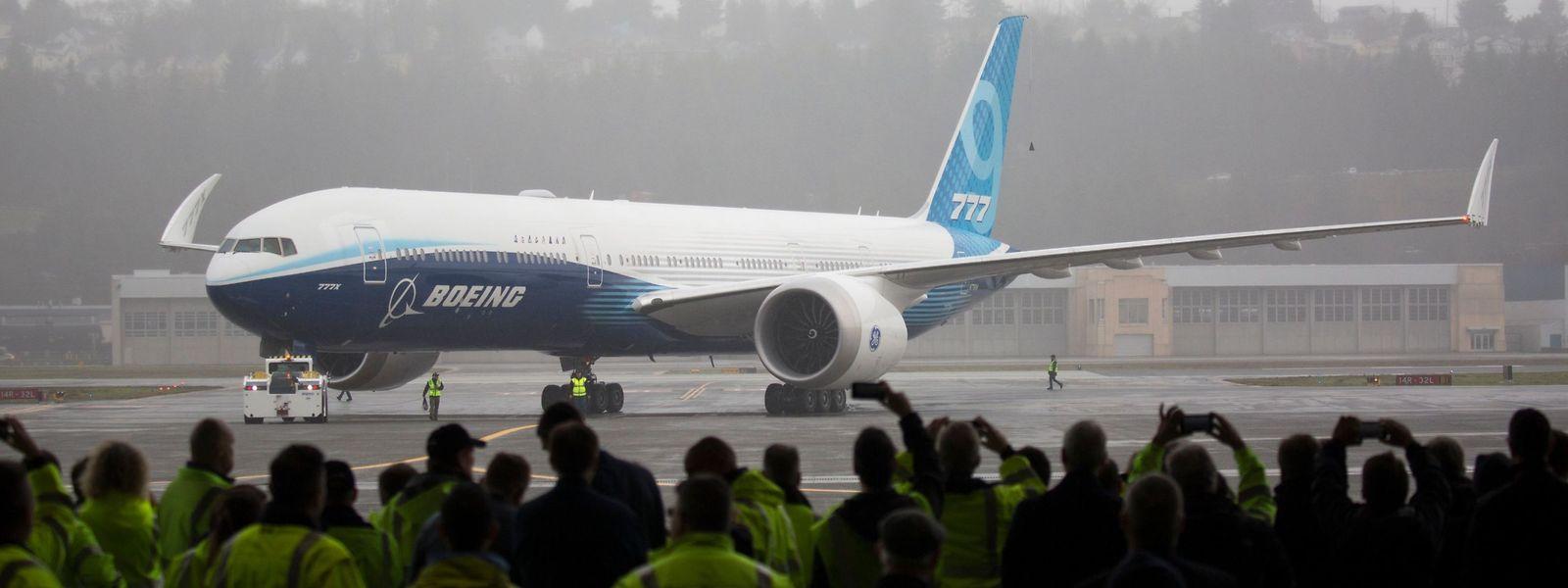 Erfolgreicher Jungfernflug trotz widrigen Wetterverhältnissen: Ein Boeing-777X-Flugzeug nach der Landung am Werksflughafen in Seattle.