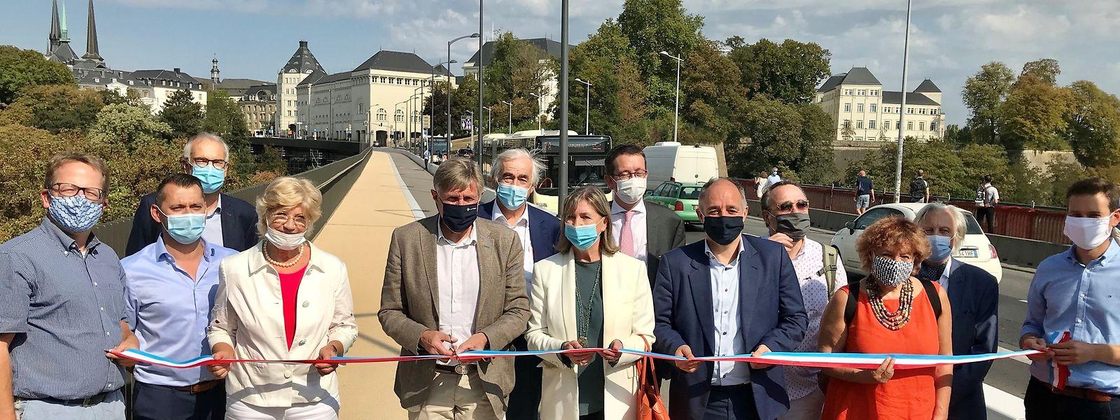 Mobilitätsminister François Bausch weihte am Mittwoch den neuen Radweg samt Bürgersteig ein.