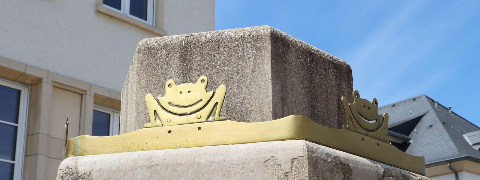 Der Frosch gehört zu Bettendorf wie der Esel zu Diekirch. Den Brunnen zierten ursprünglich zwei Reihen mit Messingfröschen.