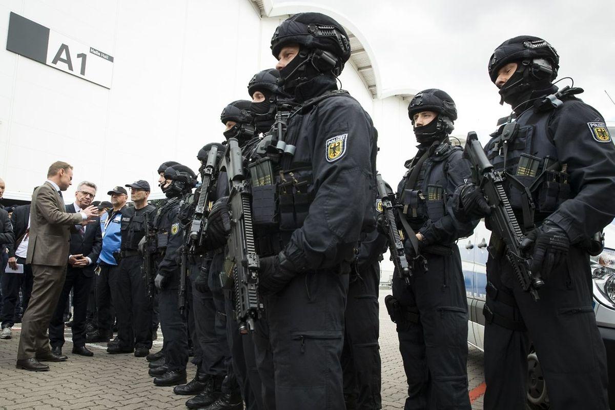 """La police, qui a mobilisé plus de 20.000 agents, redoute en particulier une manifestation jeudi dont le mot d'ordre est """"Welcome to hell""""."""