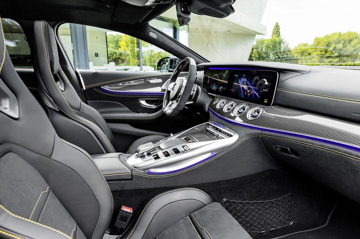 Im Cockpit des jüngsten Mercedes-AMG-Modells geht es sportlich-elegant zu.