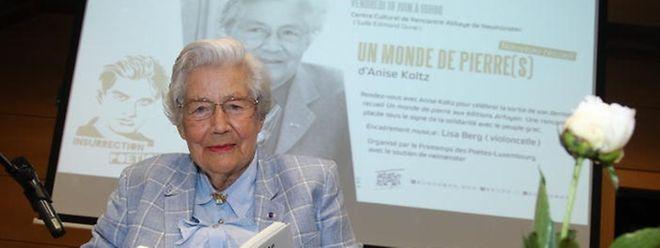 A poetisa luxemburguesa Anise Koltz recebeu hoje o Goncourt da Poesia, o prémio máximo da literatura em França