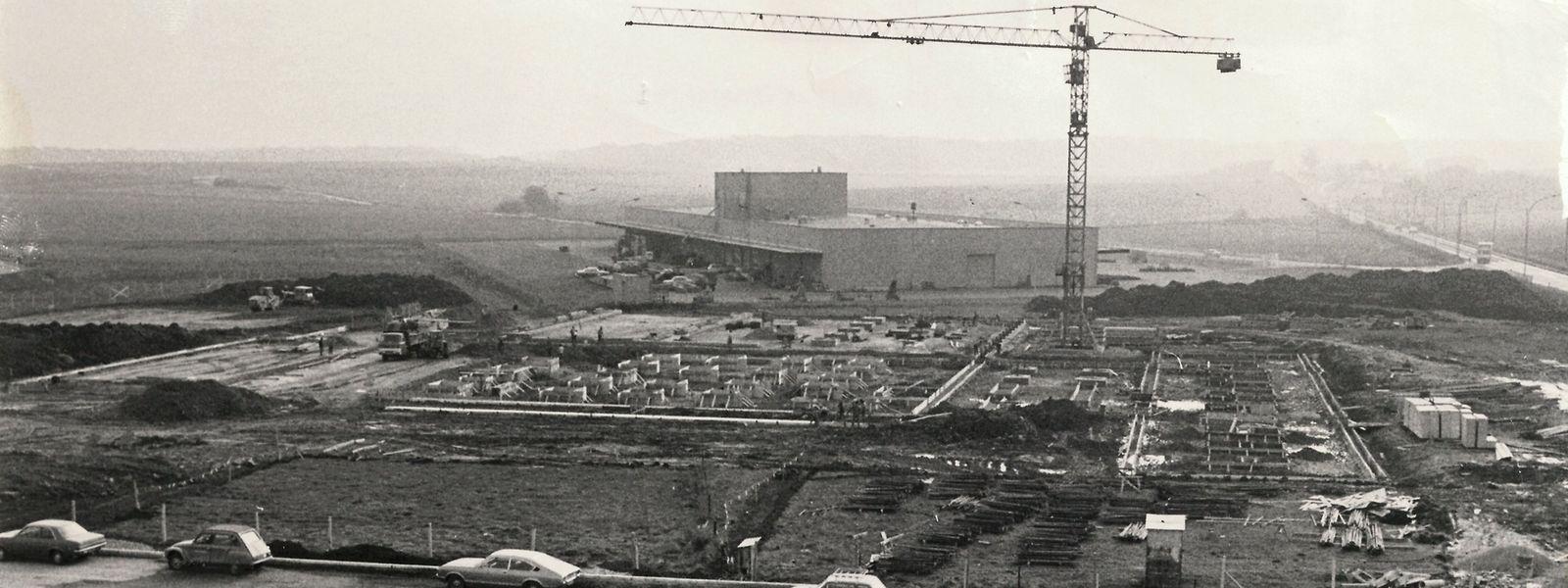 """Nach dreijährigen Bauarbeiten wurde der ISP-Firmensitz 1979 offiziell eingeweiht. Das """"Luxemburger Wort"""" zog allerdings bereits 1978 vom Bahnhofsviertel vor die Tore der Hauptstadt."""