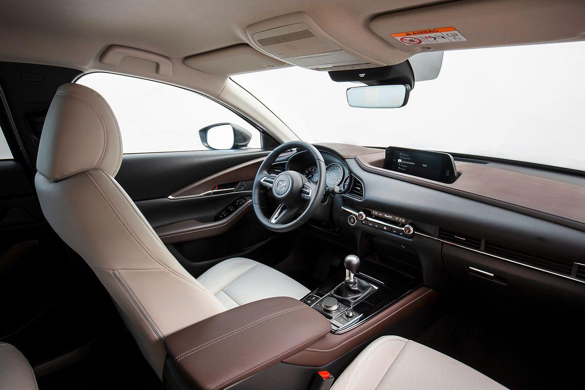 In puncto Materialauswahl und Verarbeitungsqualität erreicht der CX-30 vor allem in den Topausführungen Premiumniveau.