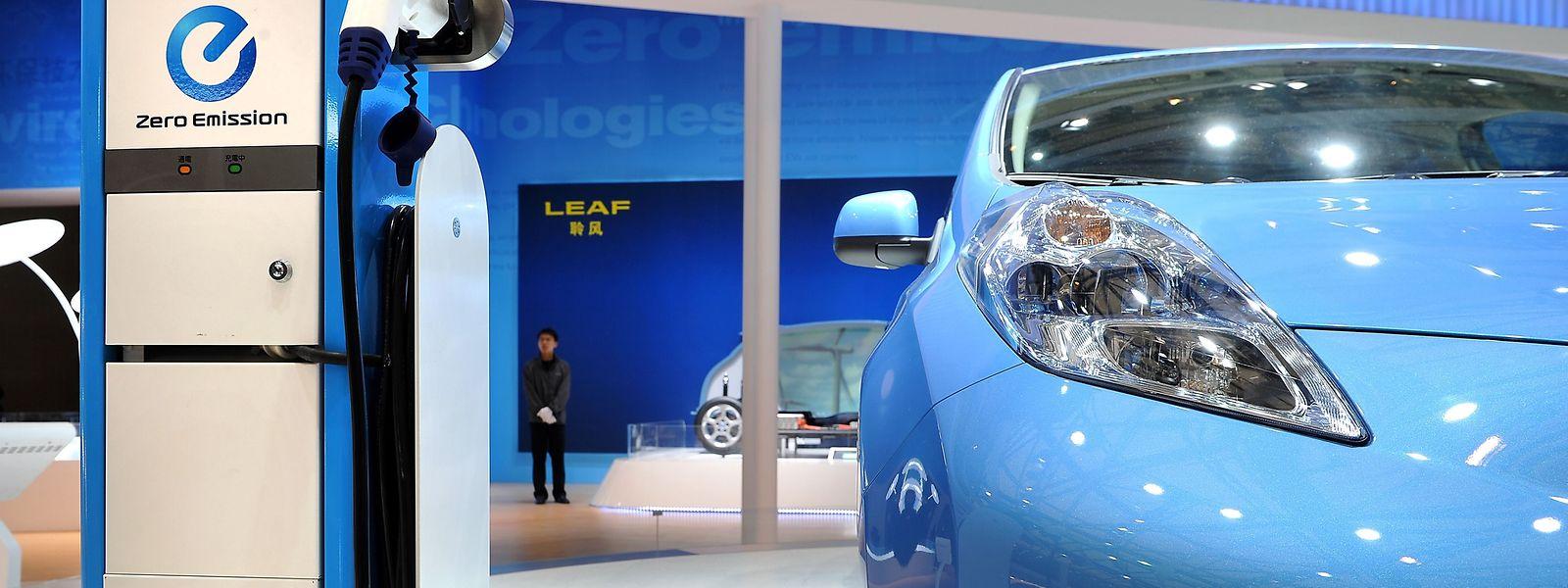 Aujourd'hui, l'Etat accorde une aide à l'achat d'un véhicule électrique pouvant monter jusqu'à 8.000 euros.