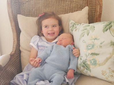 Amalia e o seu pequeno irmão Liam