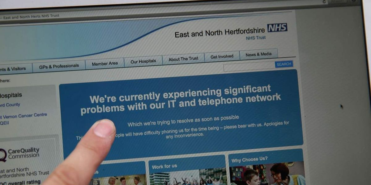 Viele englische Krankenhäuser mussten Behandlungen absagen.