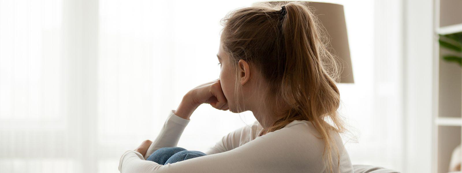 Isolation bringt Schwierigkeiten mit sich: Ist man alleine und kann den gewohnten sozialen Kontakten nicht nachgehen, beginnen die Gedanken nicht selten zu kreisen.