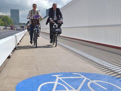 """Der Radfahrweg auf der Südseite bleibt der einzige auf der """"Rout Bréck""""."""