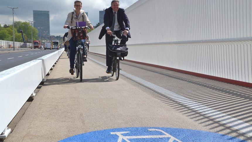 Faire du vélo par exemple «réduit les coûts mais aussi notre empreinte environnementale», souligne le MDDI.