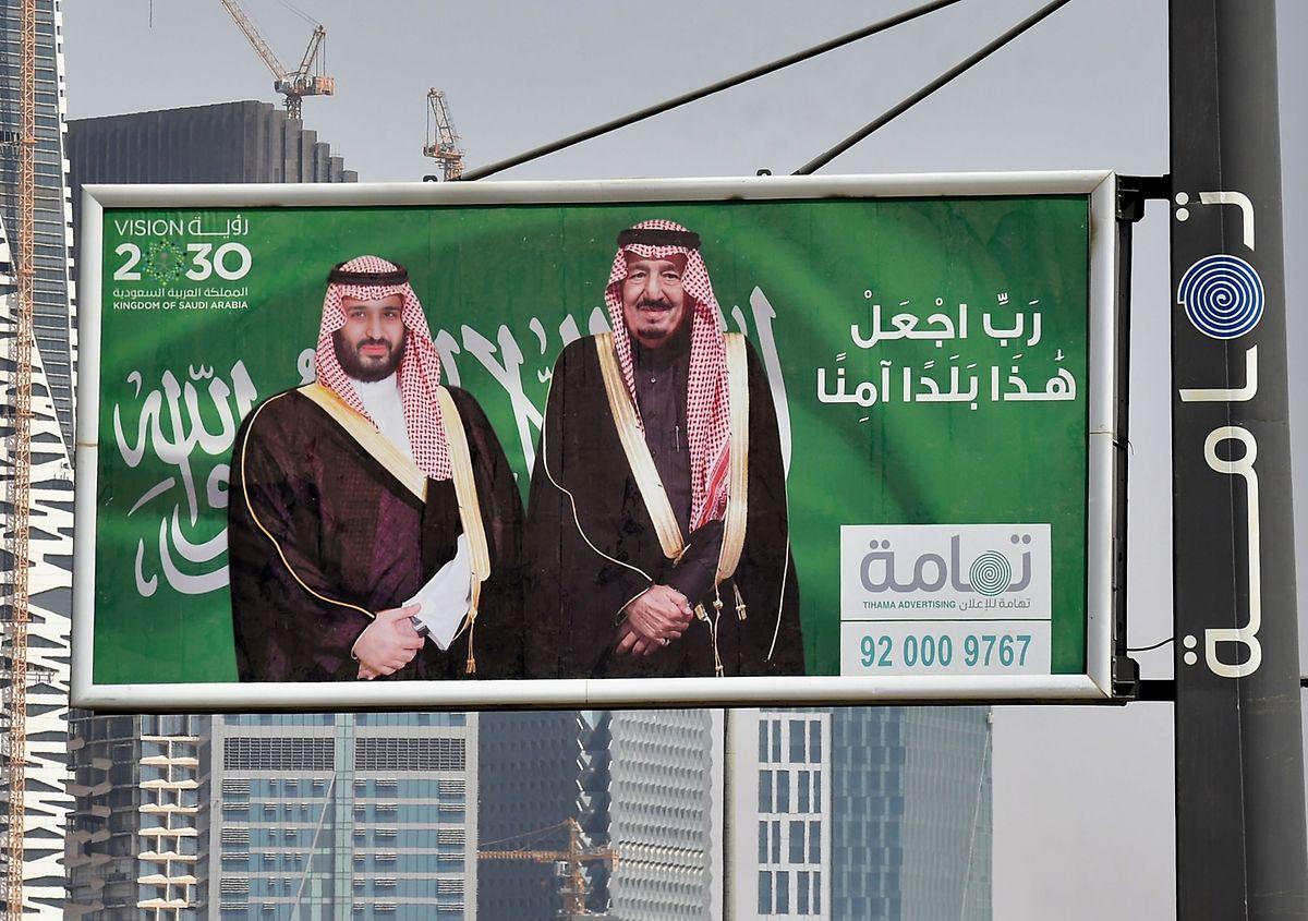 """Personen aus dem direkten Umfeld des saudischen Kronprinzen Mohammed bin Salman (""""MBS"""", links im Bild, daneben sein Vater König Salman) sollen an der Tötung Kashoggis beteiligt gewesen sein."""