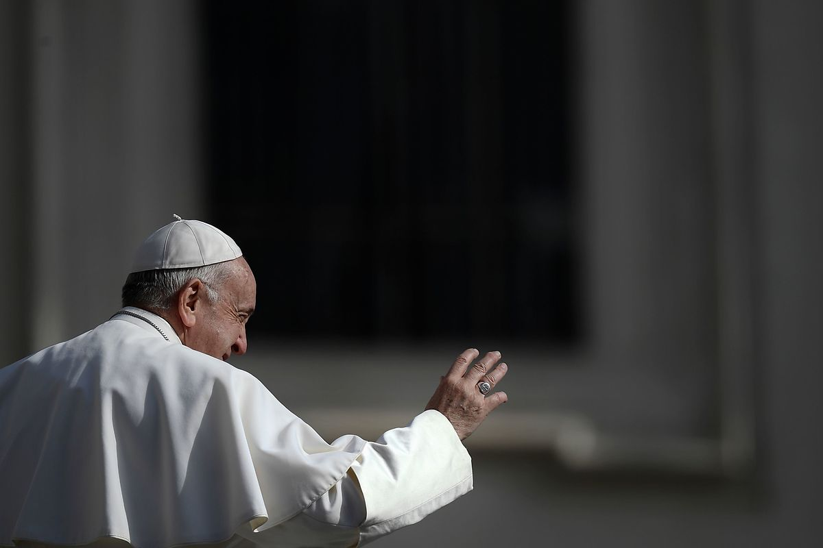 """Die neuen Normen, die Papst Franziskus erlässt, werden vom Vatikan als weiteres Ergebnis des Anti-Missbrauchgipfels Ende Februar im Vatikan vorgestellt. Das sogenannte Motu Proprio trägt den Titel """"Vos estis lux mundi"""" (Ihr seid das Licht der Welt). Die neuen Normen gelten zunächst für drei Jahre und treten am 1. Juni in Kraft."""