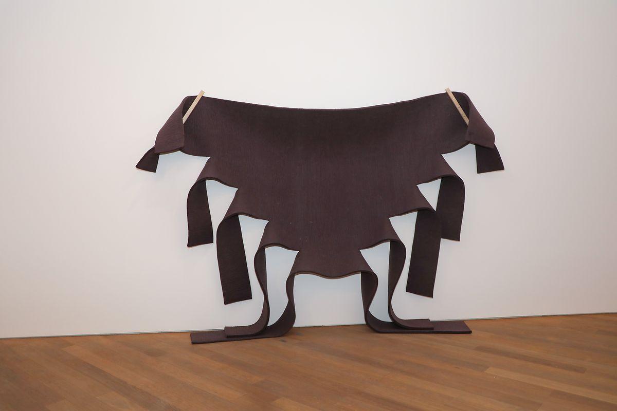 «Untitled (Brown Felt)», 1973.